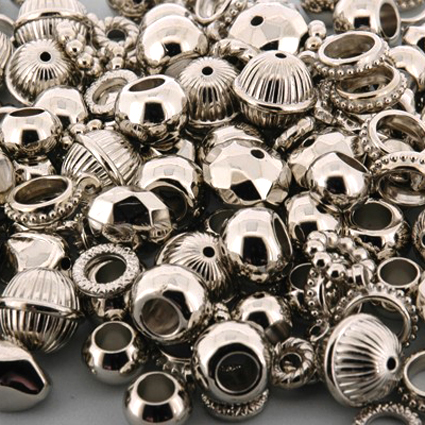 Perles et anneaux argentées